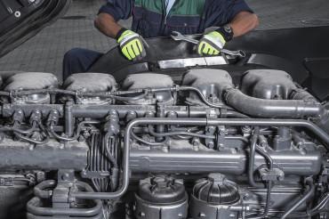 Heavy Duty Truck Diesel Engines Technician Maintain Scheduled Service