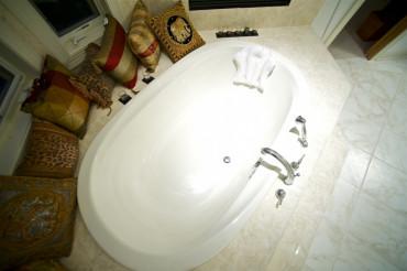 Jacuzzi Bath Tube