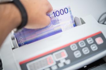 Norwegian Krone Bills Counting Using Money Counter