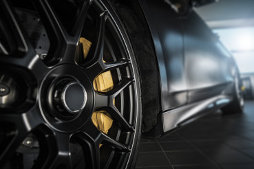 Performance Vehicle Alloy Wheel with Low Profile Sport Tire