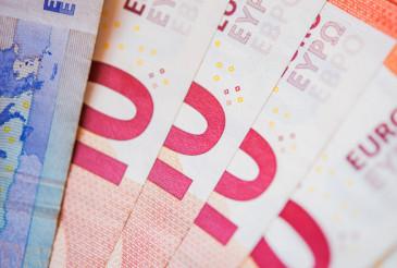Pinky Ten Euro Bills