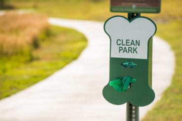 Poo Free Park Sign