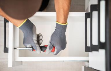Pro Cabinetmaker Finishing Kitchen Cabinet Drawers Installation