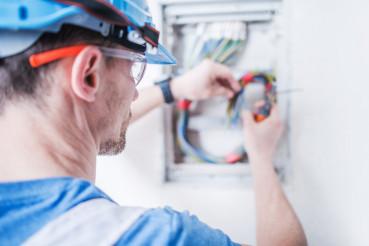 Professional Electrician Job