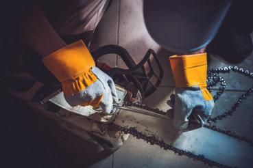 Replacing Wood Saw Chain