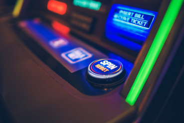 Spin and Rebet Slot Machine