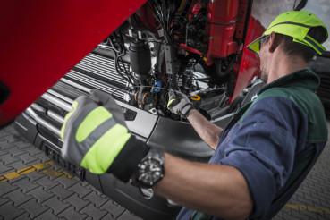 Truck Service Oil Level Check