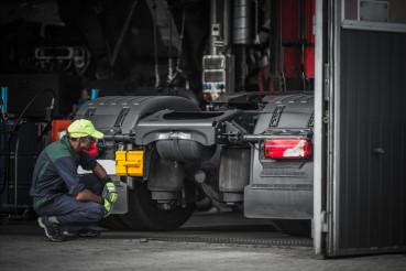 Truck Service Technician Job