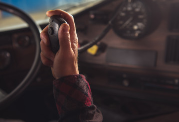 Trucker Communicate with Other Truck Drivers in Convoy via CB Radio