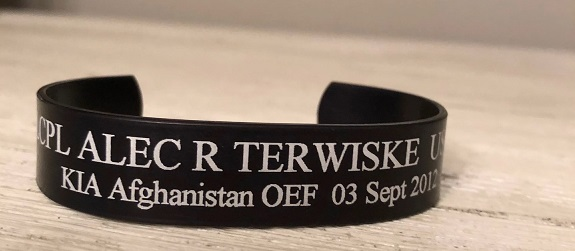 Photo of Bracelet of Fallen Marine Given to President Trump