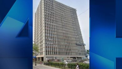 Photo of Chicago Woman Stabs Father; Jumps From 11th Floor With Child in Arms