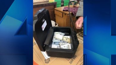 Photo of Michigan Man Returns $43K Found in Couch to Rightful Owner