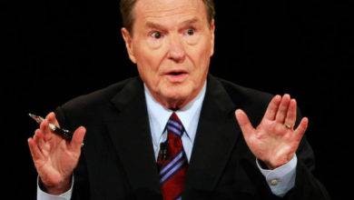 Photo of PBS NewsHour Co-Founder Jim Lehrer Dies at 85