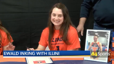 Photo of Ewald Inking With Illini