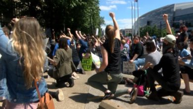 Photo of Experts Say Protesting in Mass Could Lead to Spike in COVID-19 Cases
