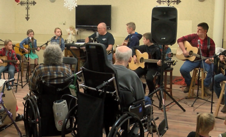 """""""The Appetizers"""" Band Gift Nursing Residents With More Than Their Voices"""