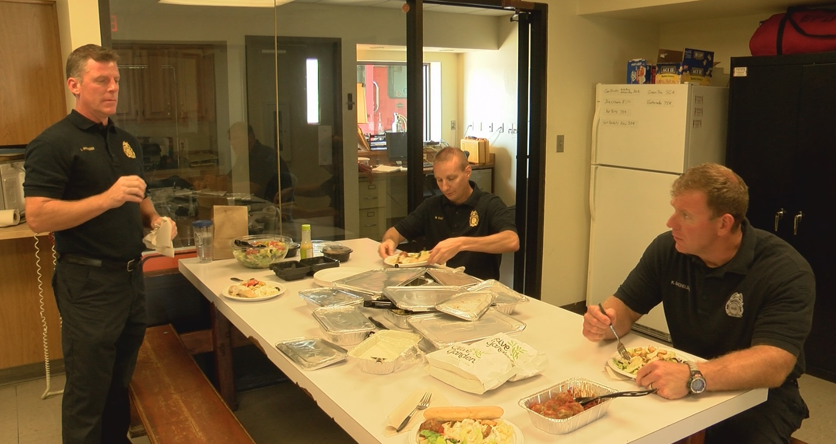 Evansville Olive Garden Delivers Lunch To Honor First Responders