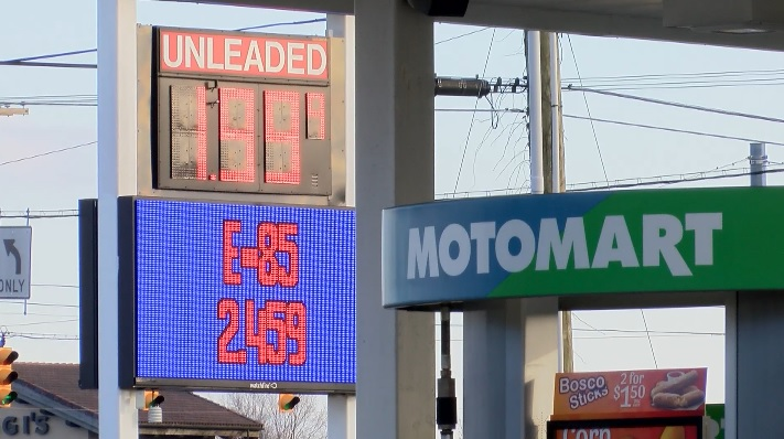 Low Gas Prices >> Evansville Drivers Take Advantage Of Low Gas Prices 44news