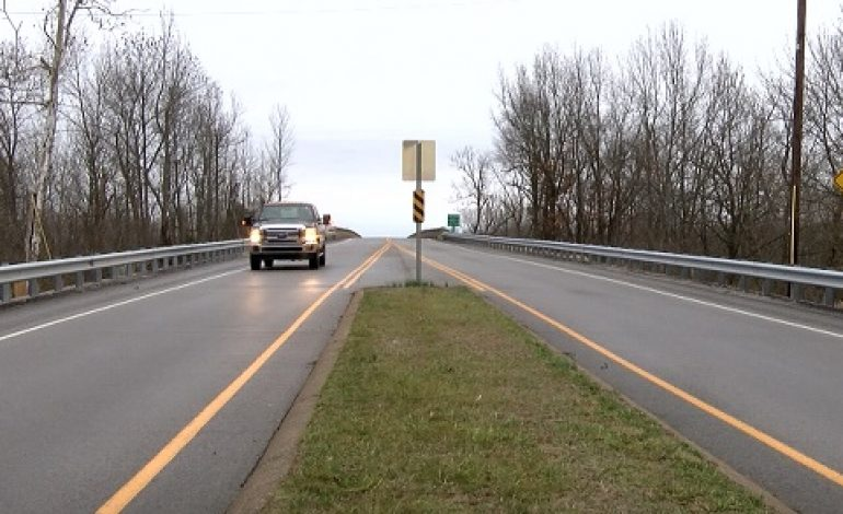 Section of Green River Bridge in Kentucky Down to One Lane