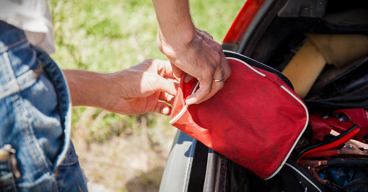 How to Build an Emergency Summer Roadside Kit