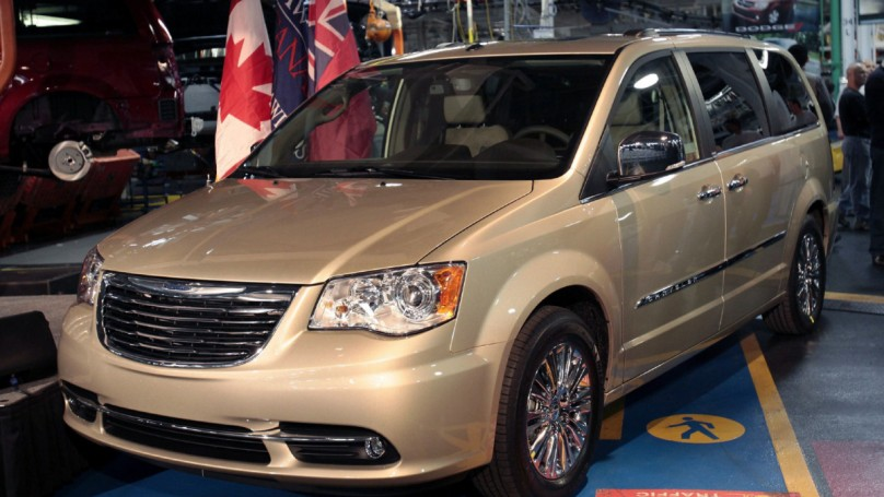 2008 11 chrysler town and country humble canucks averse to showy van. Black Bedroom Furniture Sets. Home Design Ideas