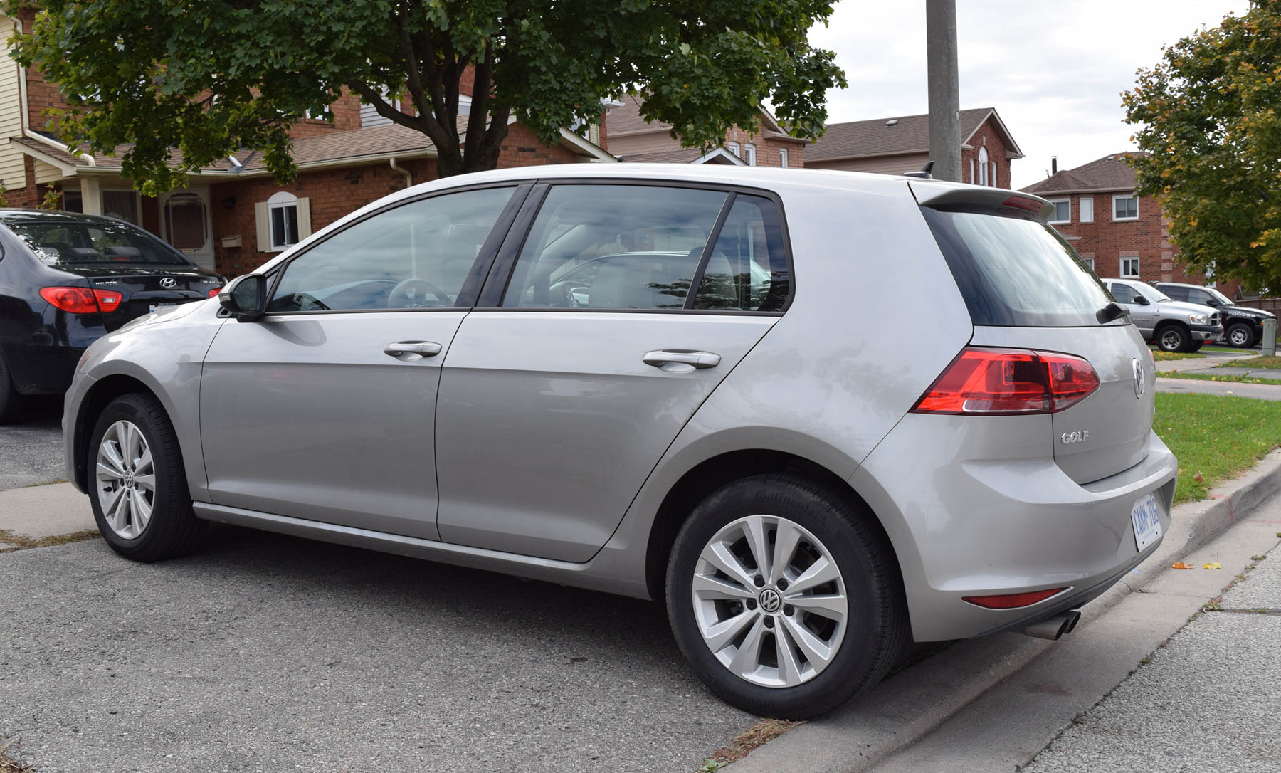 vw golf offers comfort in a reliable hatch. Black Bedroom Furniture Sets. Home Design Ideas
