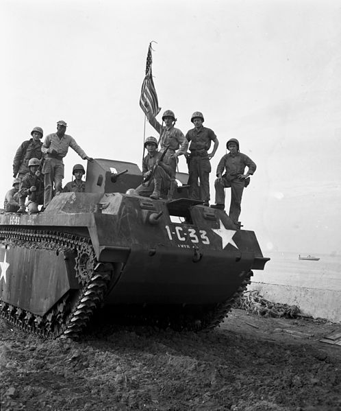 498px-Marines_on_LVT_at_Inchon_1950.jpg.095e790ca9bcda0962aa13173d119e1d.jpg