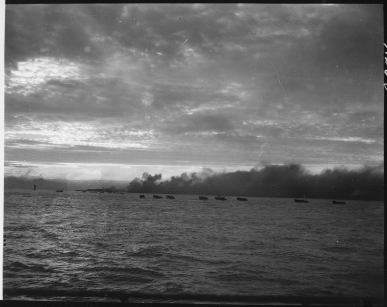 5980875f743bc_lossy-page1-757px-Landing_craft_loaded_with_Marines_head_for_the_smoking_beach_in_invasion_of_Inchon_September_15_1950._-_NARA_-_532399_tif.jpg.17d3d988de53a26a84d477463f594c9e.jpg