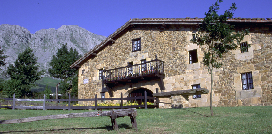 Basque_cropped_900x443_12