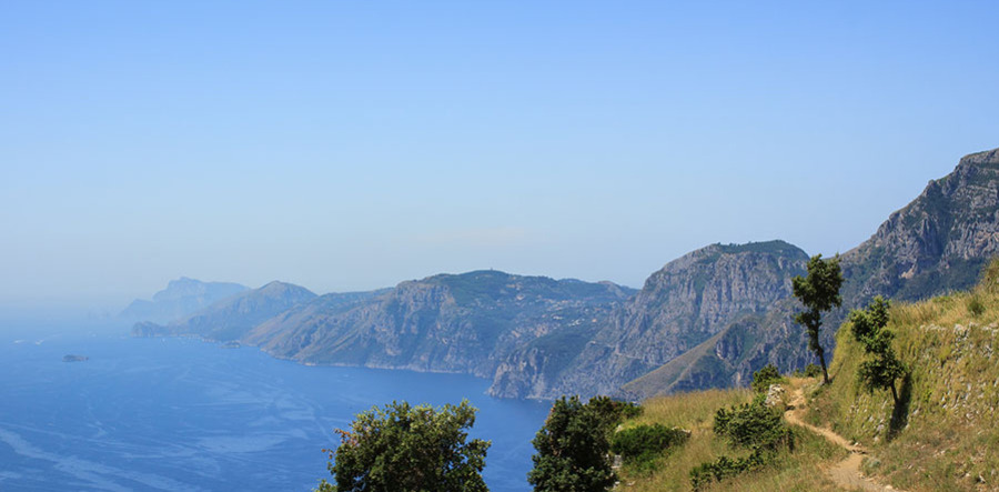 Walking-trail-on-amalfi-coast-41823622