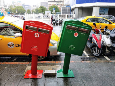 The Leaning Mailboxes