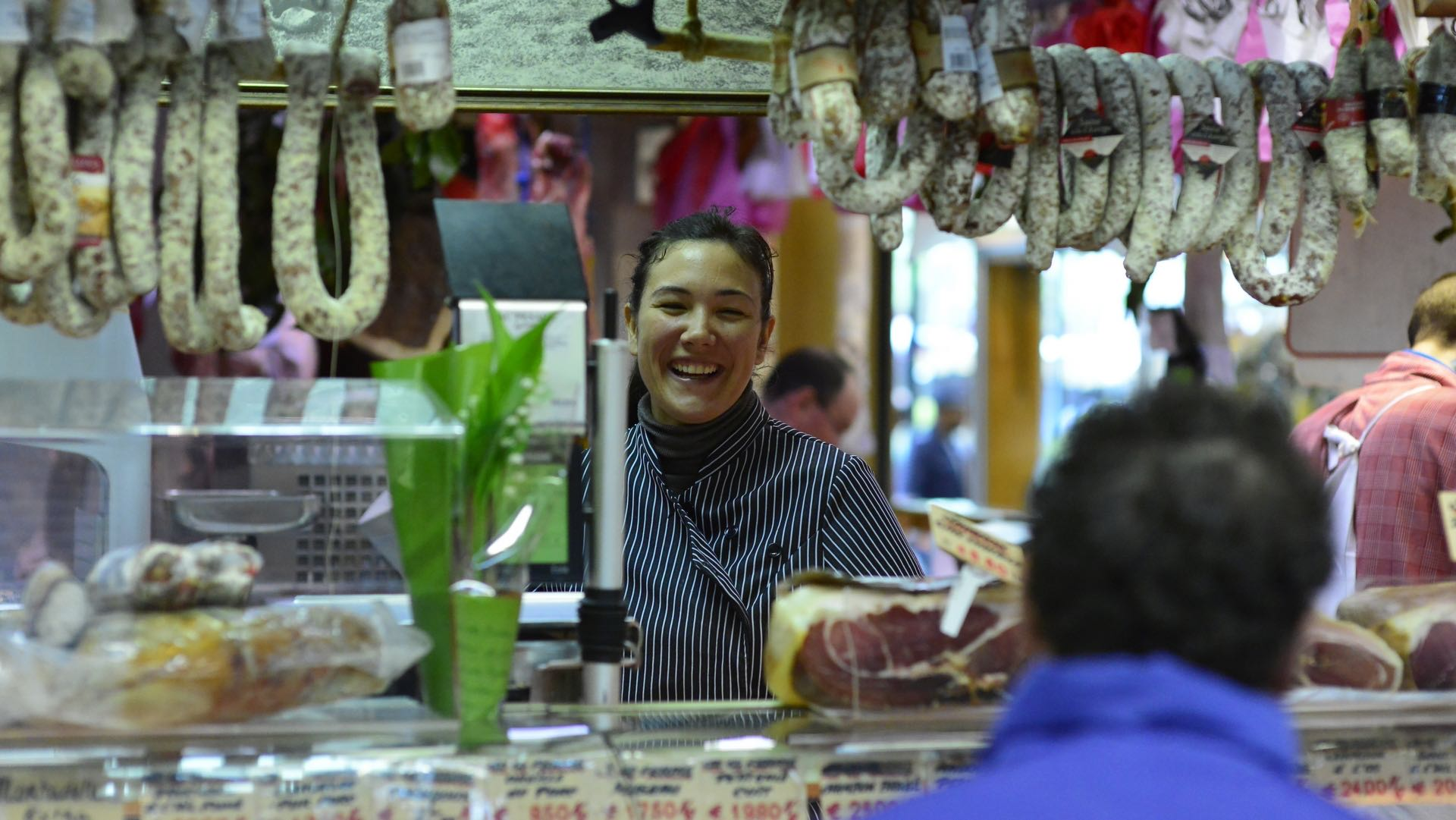 market,marche,seller,smile,tourism,tourguide