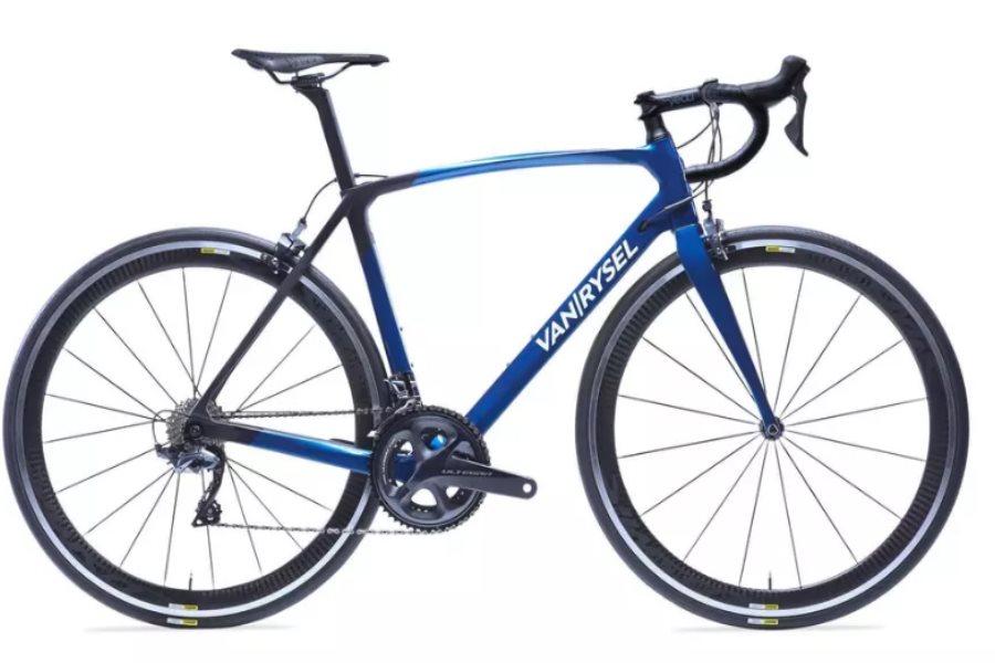 d32878923a5 Het ook nieuwe merk Triban is dus echt voor de beginners, en deze witte  fiets is een hele betaalbare instapper: