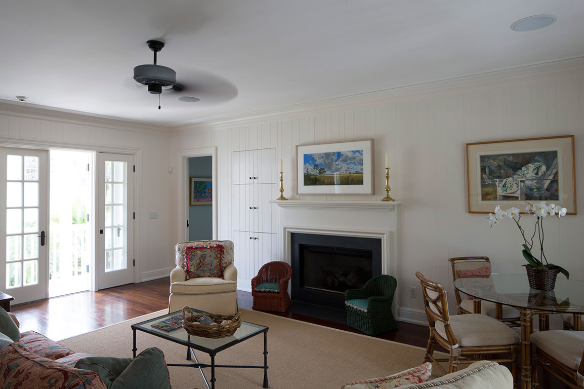 CARRAIGE HOUSE SITTING ROOM