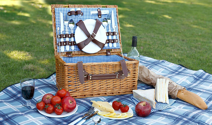 von-shef-wicker-picnic-basket-set