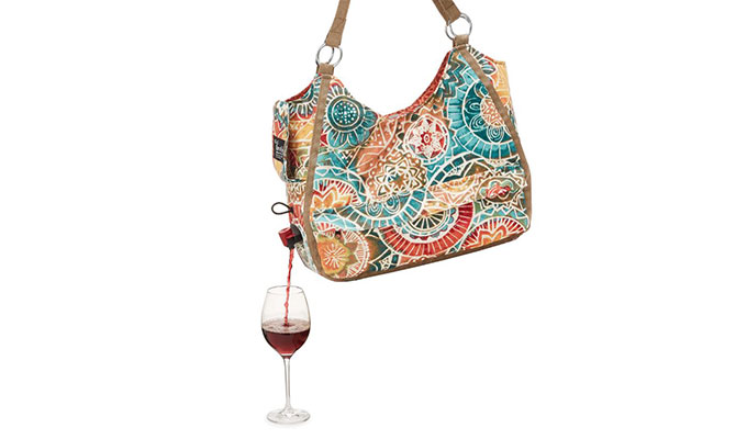 wine-dispensing-travel-tote