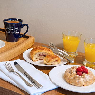 Napa River Inn, eat breakfast in bed