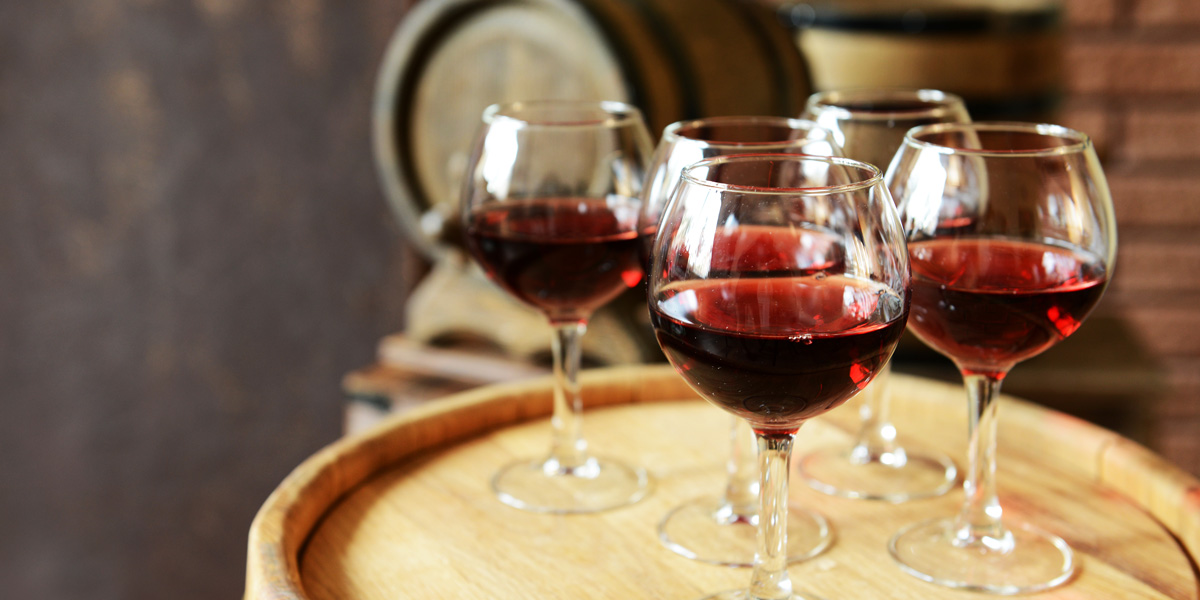 wineGlassesBarrel_1200x600