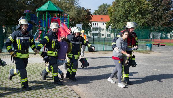 first responders helping kids 600 x 340.jpg