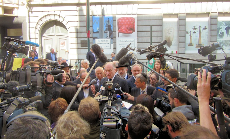 Ronald Lauder addressing reporters outside the Jewish Museum in Brussels