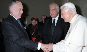 Ronald Lauder (left) with Benedict XVI in May 2012