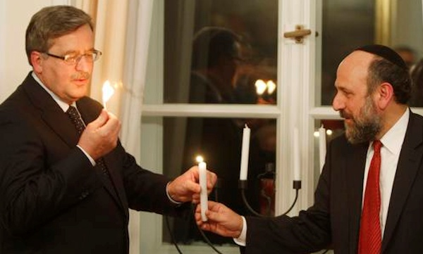 Komorowski (left) with Schudrich at a Hannukah ceremony