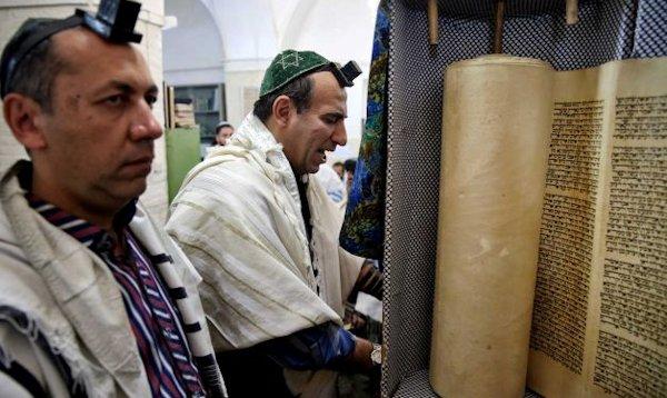 Iranian Jews praying at the synagogue in Yazd
