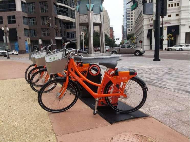 Juice bike share station in downtown Orlando. Photo: Brendan Byrne, WMFE