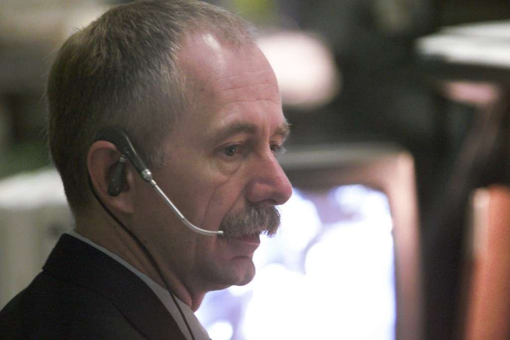 Bill Gerstenmaier, then Deputy Manager of the International Space Station (ISS) Program, at the forward console during the STS-97 mission. He has been with the agency since 1977. Photo: NASA