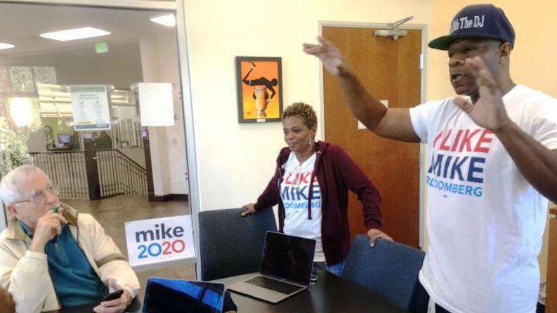 Edrien Wright organizes the first Tampa meetup for Mike Bloomberg, in a library on Nebraska Avenue. Photo: Steve Newborn / WUSF Public Media