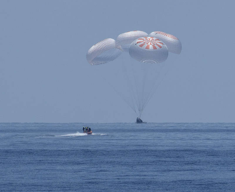 SpaceX's DM-2 mission carrying NASA astronauts Dough Hurley and Bob Behnken splashes down in the Gulf of Mexico. Photo: NASA