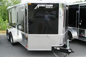 V-nose and fifth-wheel trailers