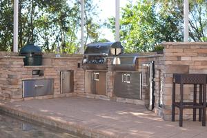 outdoor kitchens & grills