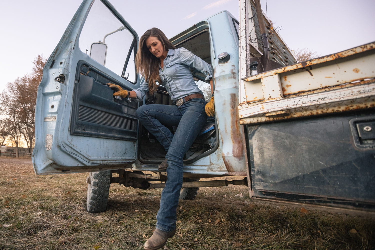 Craig Okraska photographs a woman climbing out of her pick up truck for the LOR Foundation